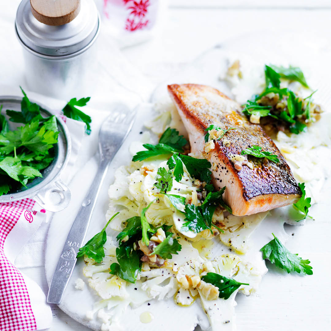 CH4622_Easter Recipes_Salmon with cauliflower salad